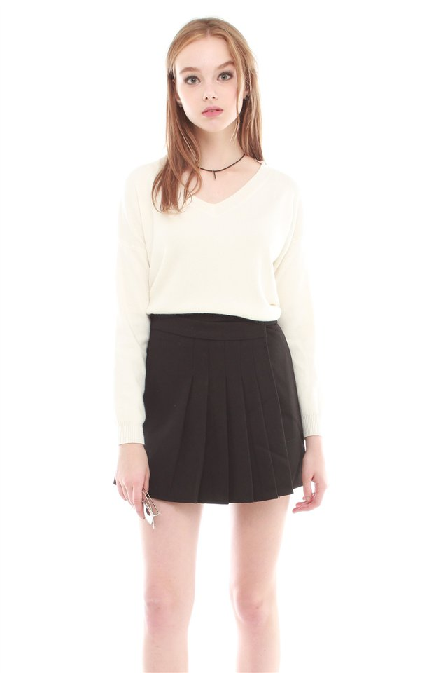 Pleated Preppy Skirt in Black