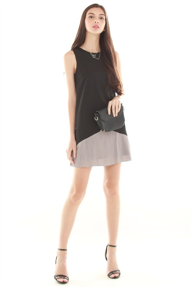 *BACK IN STOCK* Colourblock Pleated Pocket Trapeze Dress in Black