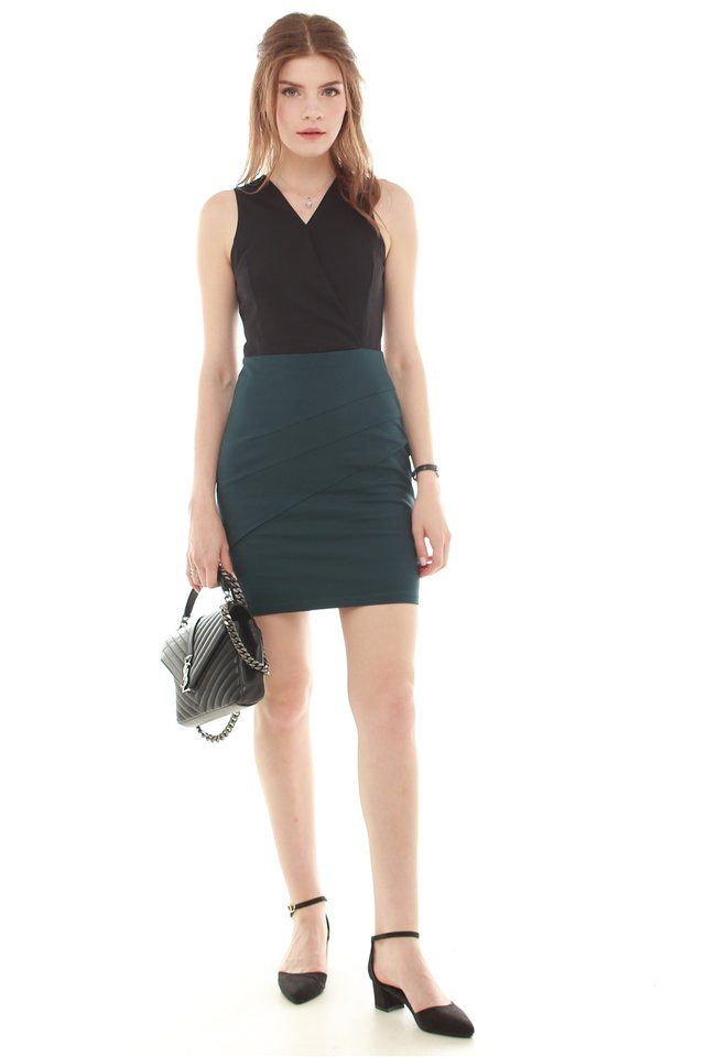 Colourblocking Sheath Dress in Black