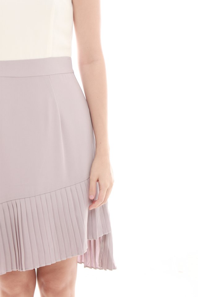 Colourblocking Pleated Flowy Hem Dress in Dusty Grey