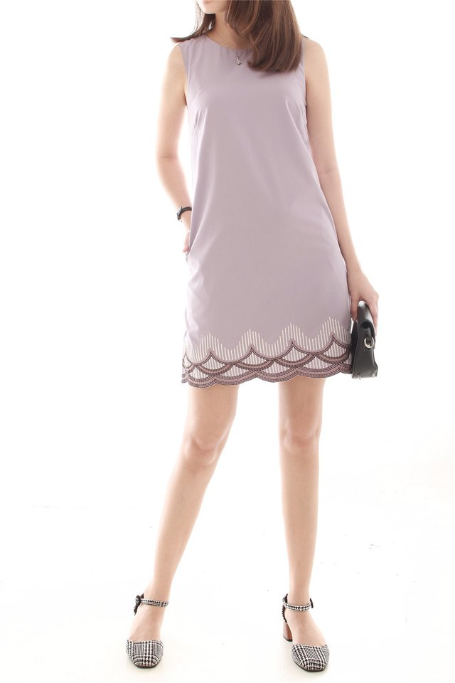 Scallop Piping Waves Shift Dress in Dusty Grey