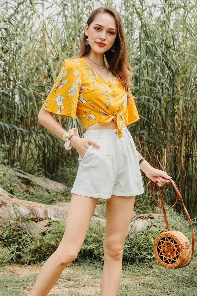 ACW Drawn Floral Tie Front Top in Daffodil